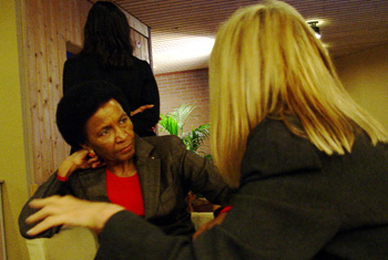 Mrs Mbeki and Pamela Hartigan (©JE)