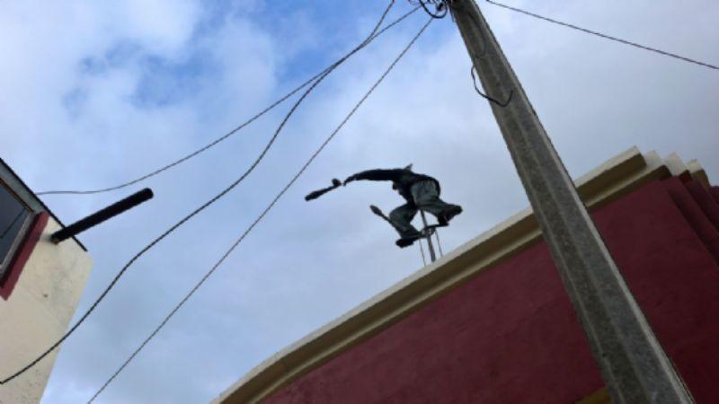 Aerial figure