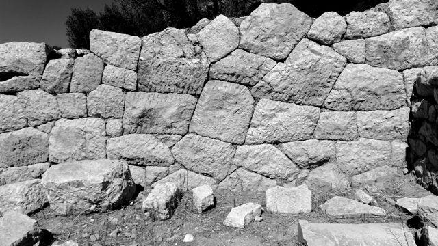 Seismic-resistant stone-work